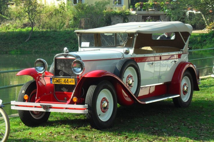 stary zabytkowy samochód